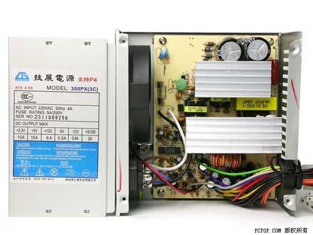 电源的前极部分显得异常简陋,电路板的相应位置上留有大面积的空元件