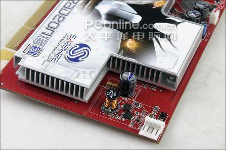 显卡需要小4pin电源插座进行辅助供电