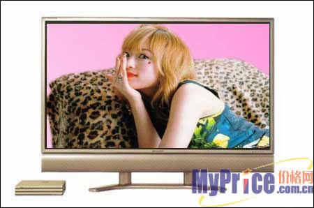 黑白电视机前,津津有味的欣赏着带有雪花的电视节目